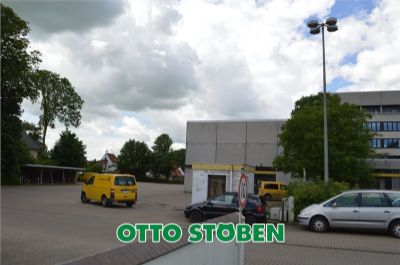 Eingang - Parkplatz