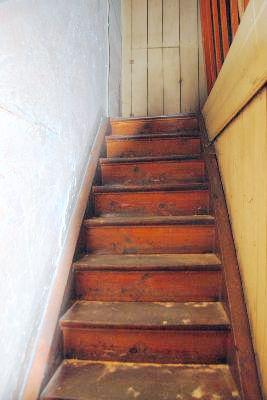 Holztreppe ins DG