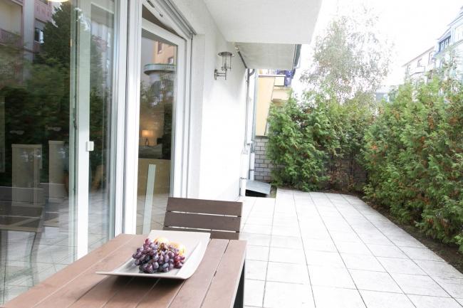 wohnen im lebendigen bornheim helle und elegant m blierte designer m bel 2 5 zimmerwohnung. Black Bedroom Furniture Sets. Home Design Ideas