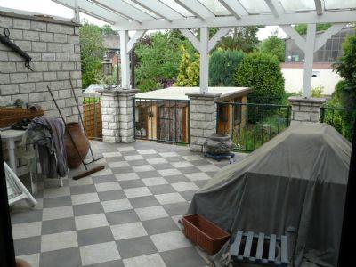 Blick v. Wohnzi zur überdachten Terrasse
