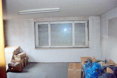 Großzügiges Wohnzimmer zur Straßenseite