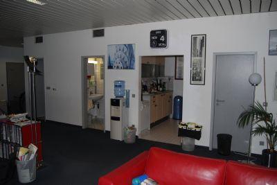 helle und moderne b ror ume attraktiver standort mit g nstiger verkehrsanbindung b rofl che. Black Bedroom Furniture Sets. Home Design Ideas