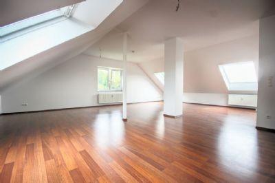 Provisionsfrei: Helle und klimatisierte DG-Wohnung in kernsaniertem Mehrfamilienhaus in BV-Gronau
