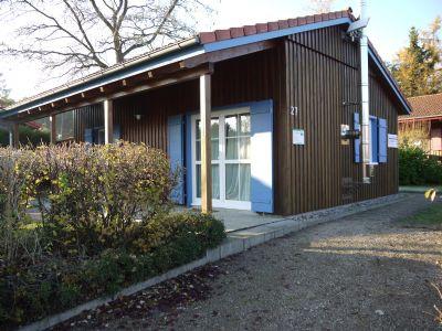 Haus und Parkfläche