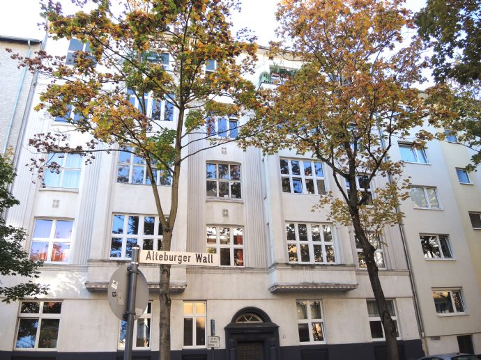 charaktervolle 3 Zimmer-Altbauwohnung mit Balkon in der Südstadt ...