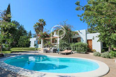 sch nes haus mit pool in cala llonga mit touristischer lizenz villa santa eulalia 2grvk4g. Black Bedroom Furniture Sets. Home Design Ideas