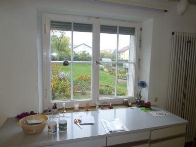 Küche mit Blick in den Garten