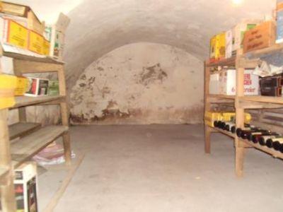 Historischer Weinkeller mit Gewölbe