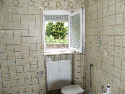 Bad mit WC und Fenster