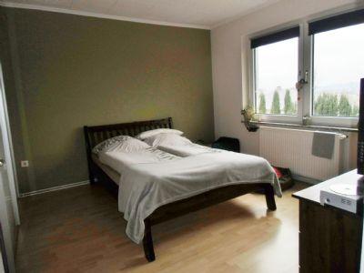3 Z., 1.Küche mit Einbauküche, Bad mit Fenster, Flur
