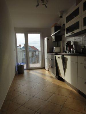 Küche mit Austritt Terrasse