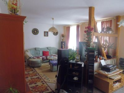 Wohnzimmer-Couch-Ecke licht-durchflutet