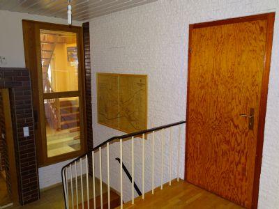 Blick von der Diele auf Treppe zum Dachgeschoss