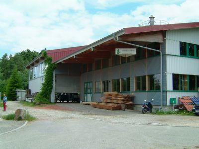 Frontansicht Gewerbegebäude
