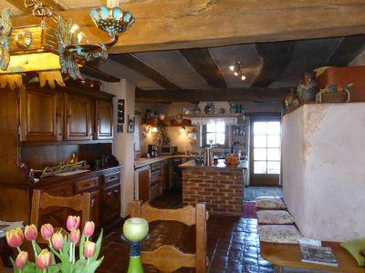Wohn-Eßküche mit Grundofen