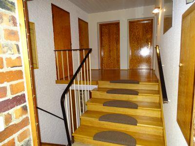 Treppenaufgang Diele EG mit Echtholzeichenparkett