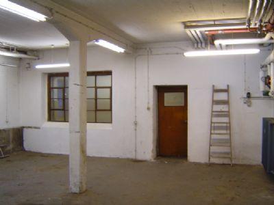 Werkstatt mit Zugang WC- u. Aufenthaltsraum