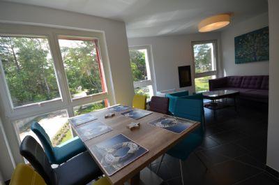 12   Esstisch + Sofa-Ecke