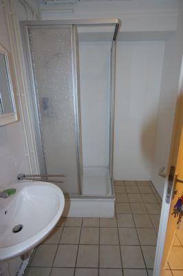 WC im Untergeschoss mit Dusche