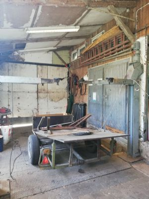 Werkraum mit Hebebühne - Bild 2