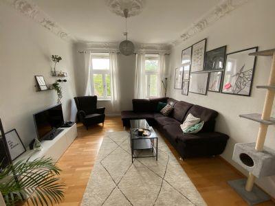 Wunderschöne 2 Zimmer-Altbauwohnung mit Balkon zu vermieten