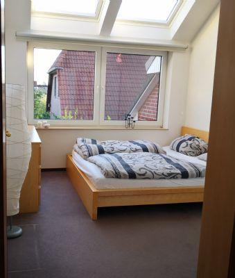 Zentral, aber ruhig gelegene Doppelhaushälfte - 4 Zimmer, 2 Badezimmer, Dachterrasse, Terrasse, Garten und Carport