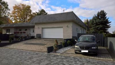 gro er extravaganter bungalow auf gro em grundst ck mit 2 baurecht bungalow sehnde ilten 2c2gx4t. Black Bedroom Furniture Sets. Home Design Ideas