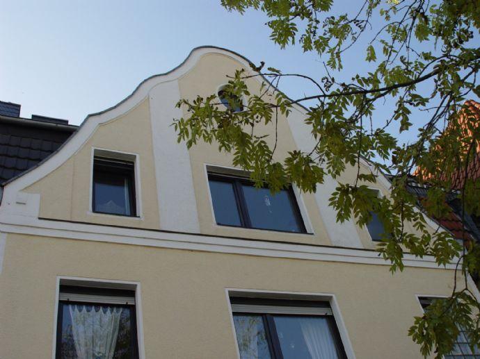 Interessante 2,5 Zimmer DG-Wohnung mit Dachterrasse / Balkon (Maisonetten-Charakter über 2 Etagen)