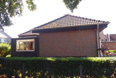 walmdach bungalow mit kleinem grundst ck und garage in neum nster gadeland bungalow neum nster. Black Bedroom Furniture Sets. Home Design Ideas