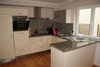 Küche mit Einbaküche