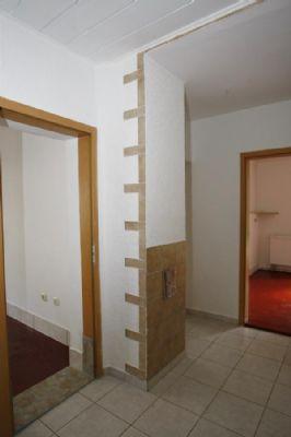Flurteil zu Schlafzimmer links + Küche rechts