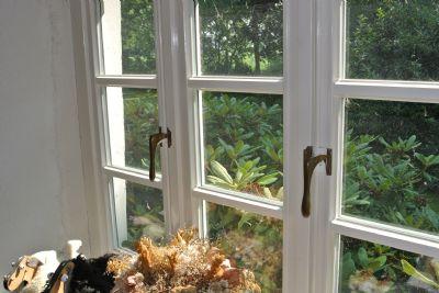 """Detail Fensterverschluss """" Bremer Stange"""""""