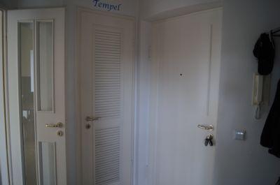 2 zimmer wohnung ca 56 m balkon s d west k che neuwertig tiefgaragenstellplatz. Black Bedroom Furniture Sets. Home Design Ideas