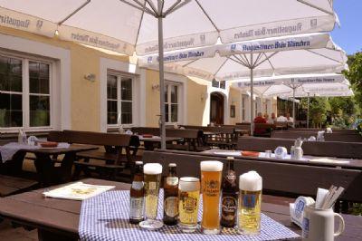 Einladende Terrasse zum Wohlfühlen und Feiern