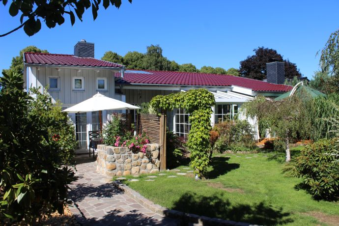 Traumhafter, individueller Bungalow in Bestlage! Ca. 262 m² Wfl/Nfl.!
