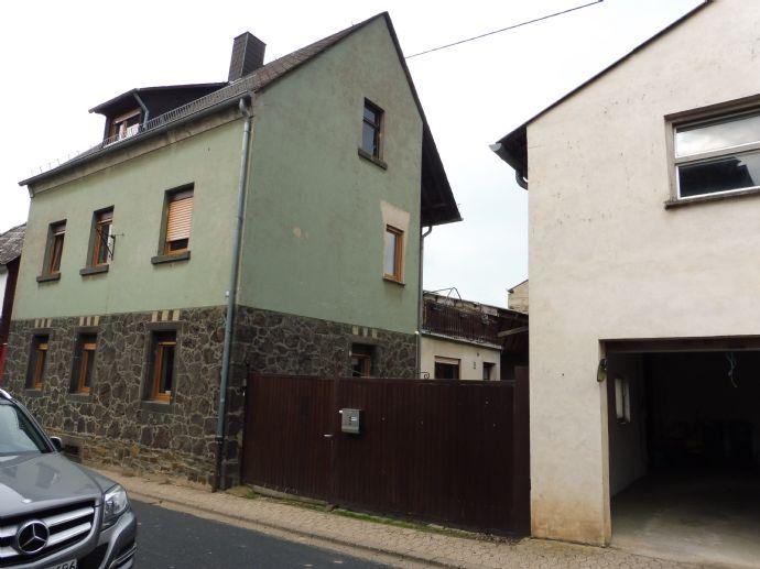***Ehemaliges Bauernhaus mit Garage und Hof***