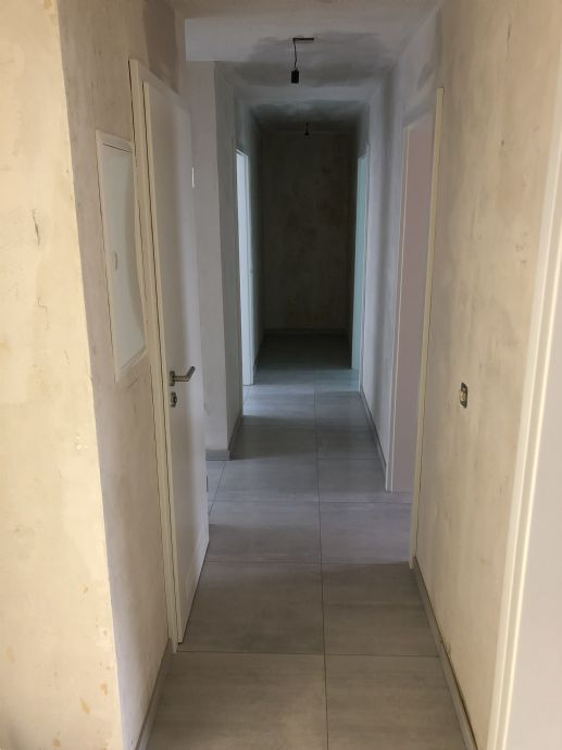 Großzügige, neu Sanierte 4-Zimmer-Wohnung mit Balkon