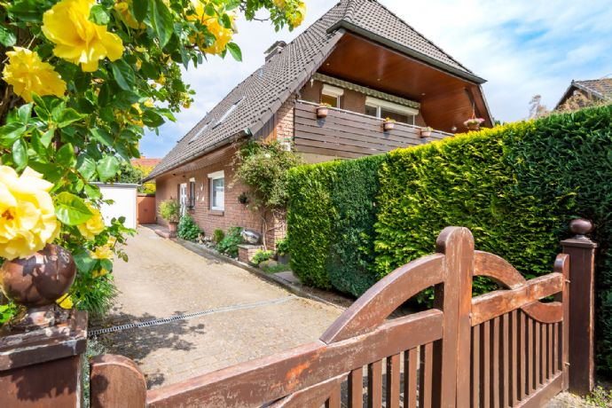 Zweifamilienhaus auf einem schönen, eingewachsenen Grundstück