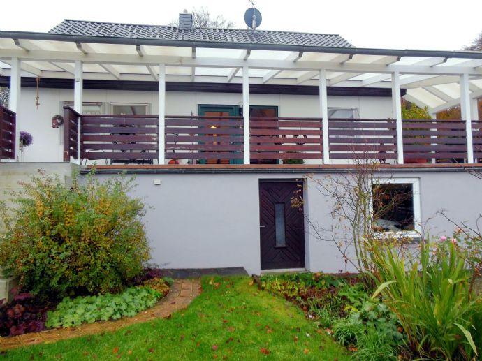 Freistehendes, ansprechendes Einfamilienhaus mit ELW und unverbaubarem Weitblick in Dockweiler, Vulkaneifel.