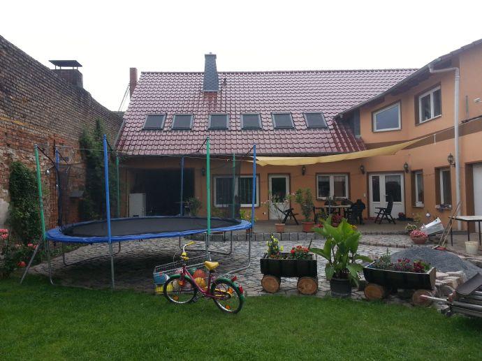 Großräumiges 6 Zimmer Stadthaus in ruhiger Anliegerstraße