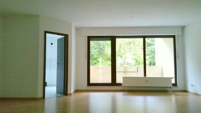 Großzügige 3-Zimmer-Wohnung mit Balkon und Tiefgarage - Nähe Zentralklinik