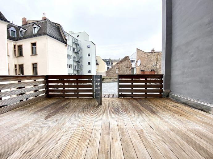Stilaltbauwohnung mit Dachterrasse im Bahnhofsviertel, nahe Kaiserstraße!