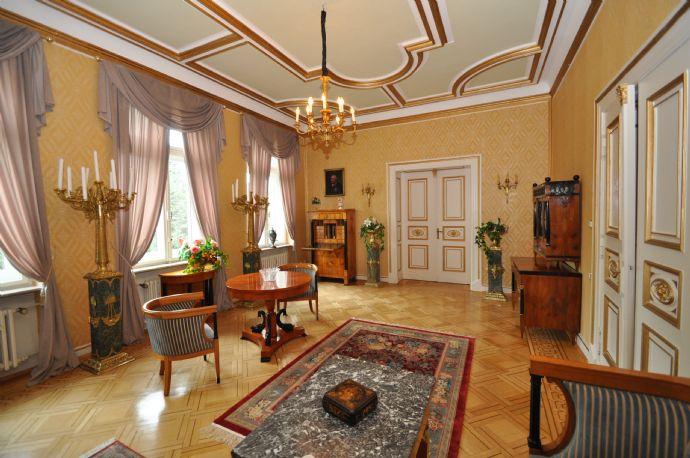 Repräsentatives, exklusives und historisches Stadtpalais mit sep. lichtdurchflutetem Atelierhaus