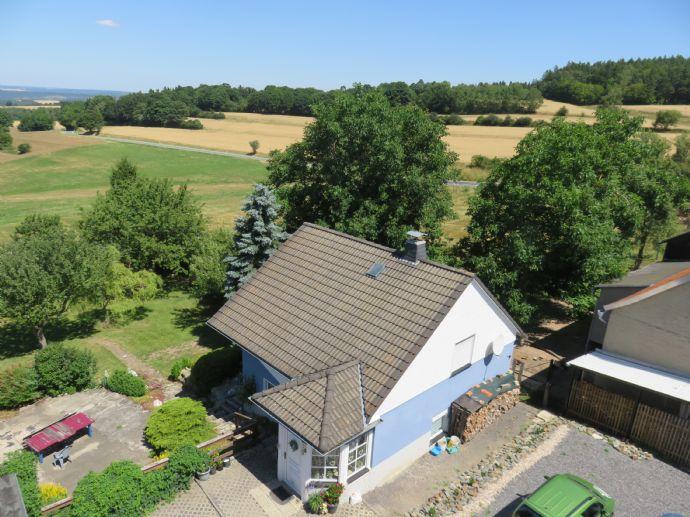 Sonniges kleines Einfamilienhaus mit Anlageobjekt und fantastischem Weitblick im OT Burkersdorf