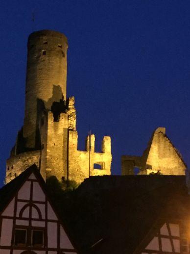 Mehrfamilienhaus auch als lukrative Kapitalanlage mit Blick auf die Burg in Eppstein***