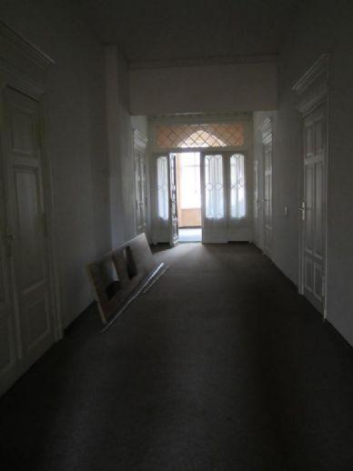 8 Zimmer-Wohnung in Naumburg am Jakobsring zu vermieten