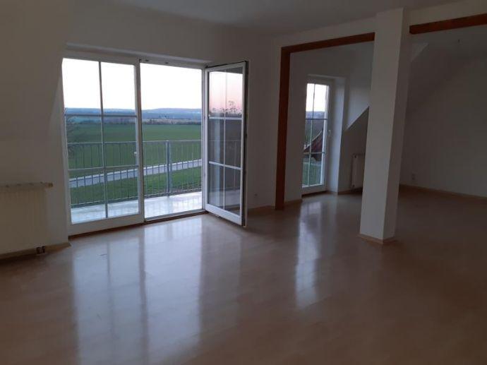 3 Zimmer Maisonette-Wohnung mit Balkon in Eulau zu vermieten