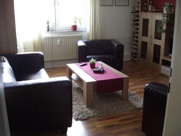 Sehr schöne 2 Zimmer Wohnung 1. OG Voll Möbliert!! Fotos Folgen...