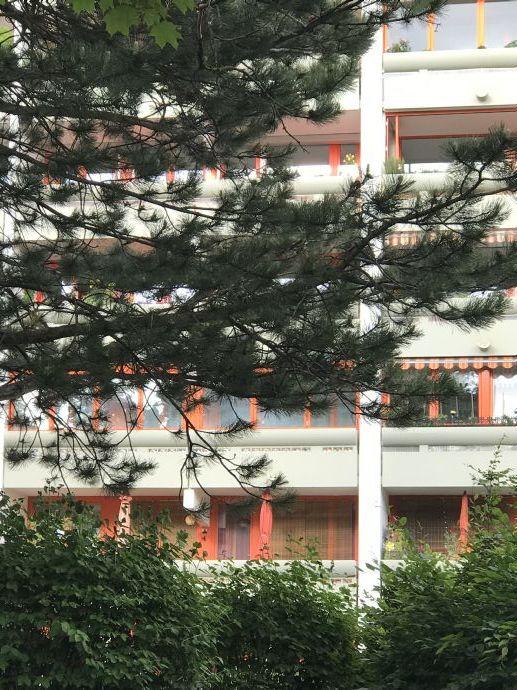 Wohlfühlen in München - Laim : Gepflegte  2 ZW. mit Pkw-Stellplatz, ruhige Toplage