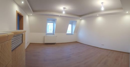 Top sanierte 4 Zimmer Wohnung ab 93 m² ,ZH, Bad mit Fenster und Wanne